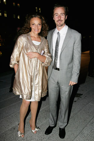 Thank you Diane von Furstenberg and Ed Norton for making the High Line happen. Now, let's move on.