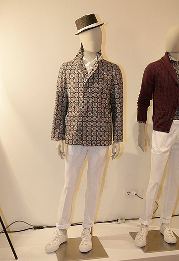 Aquascutum's quirky ensemble evn makes this mannequin look like a Manzie. The shape of that jacket, yikes.
