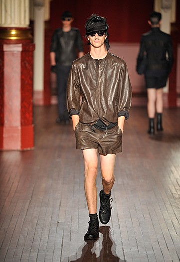 I happened to like the Lanvin sow but naturally, as aforementioned, the designed couldn't help himslef and showed a leather mink culotte jumper.