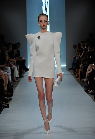Alexandre Vauthiere also saw the Dior show and canned the bottom. That or he knos something we don't. It is said that the hemline gets shorter when the economy booms.