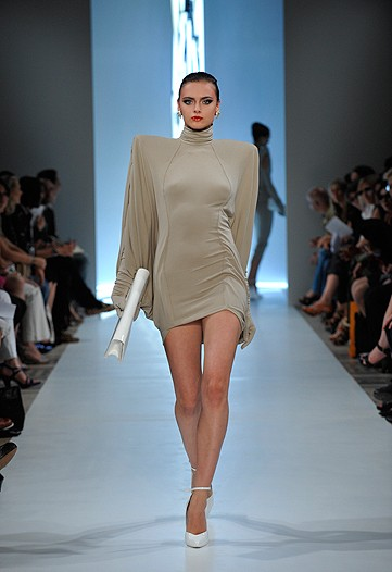 Here the dress is micro mini again, but you need a spearate invitation to the party for the shoulders.
