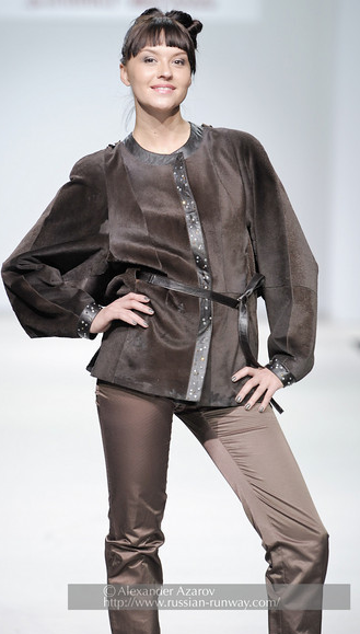 So, let me get this straight, Kalinka Morozov i Russian based and this is the model she chose for her runway show? I guess she wantd to match up the housefrau look to a housefrau. Yowza.