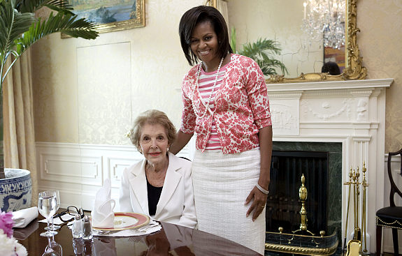 "Here's a schleppy ensemble if I've ever seen for her meeting with the doyenne of ""perfection"". The Daily News calls it ""economical"" but the GAP twin set thing is fotz. It's like that same fashion fotz Michelle Obamam made when she meet the Queen of England."