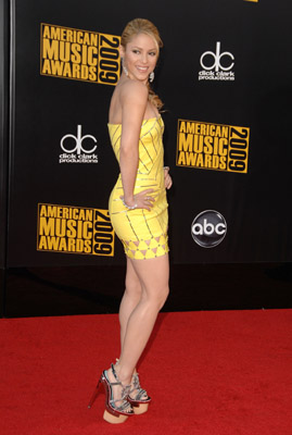 Shakira rocked the Versace dress. Yellow is not an easy one to pull off...and she sure did.