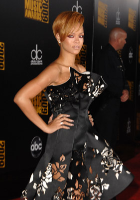 Meanwhile, let me just interject that Rihanna looked fierce in this number. She had to knock it out of the park on the red carpet, seeing that the last awards show she was scheduled to attend, the only thing knocked out of the park…was her.
