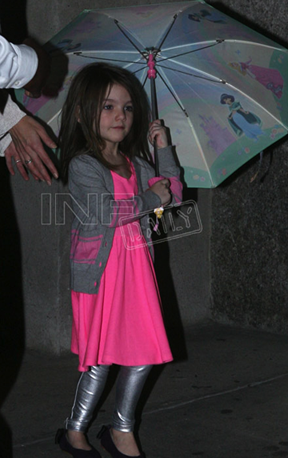 I don't care who her parents are, Suri Cruise is photgrpahed every single day and it's disturbing already. Leave this child alone! If Tm would spend less time obsessing on Scientology and more time of keeping Suri from the papparazzi, then he'd manage to look less crazy.