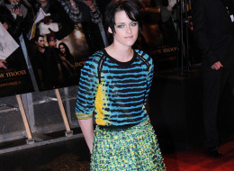 Kristen Stewart isn't going anywhere, but that Proenza Schuler outfit sure is. It was groos on the runway and grosser still on the red carpet. Emperor's new clothes much? Fotz.