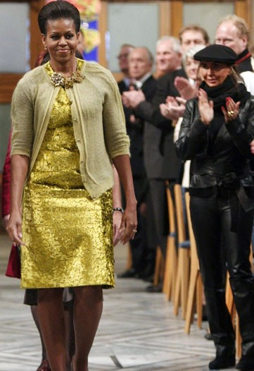 The big news tht Michelle wore Calvin Klein in Oslo is not good news for her if you ask me. I am completely not into this outfit.