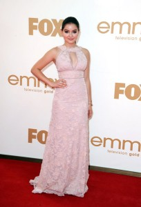This chick, Ariel Winter from Modern Family looks like the mother-of-the-bride in this aging frock.