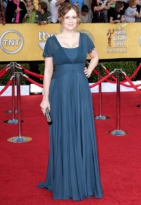Jenna Fischer really needs to get a stylist. Everytime she steps onto a red carpet, it's a nightmare.