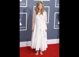 Alison Krauss looks like a frumpy trailer park bride.