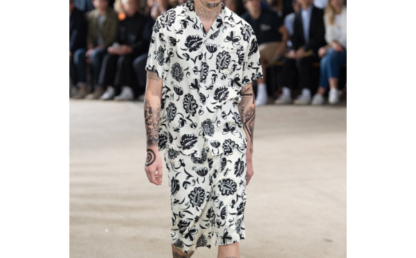 Junya Watanabe got the two piece printed short set  memo. Here he matches to the model's tattoos for an extra dash of 2 Snaps Up.